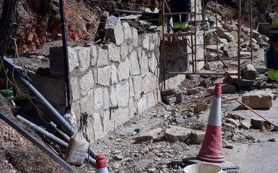 Obra arreglo de desperfectos de la carretera de acceso a Casares desde la A-7